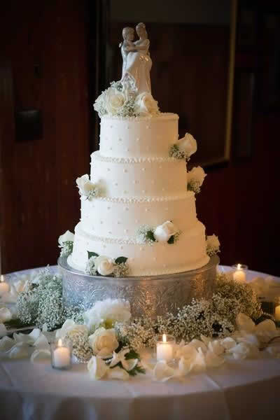 Stroudsmoor Country Inn - Stroudsburg - Poconos - Real Weddings - Wedding Cake With Bride And Groom Topper