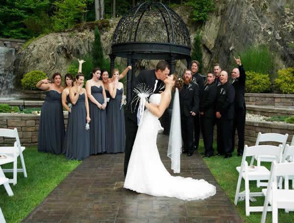 Stroudsmoor Country Inn - Stroudsburg - Poconos - Real Weddings - Bride, Groom Bridesmaids And Groomsmen
