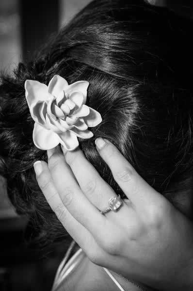 Stroudsmoor Country Inn - Stroudsburg - Poconos - Real Weddings - Bride Fixing Hair
