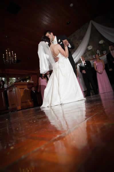 Stroudsmoor Country Inn - Stroudsburg - Poconos - Real Weddings - Bride And Grooms First Dance