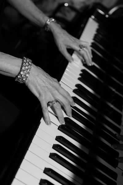 Stroudsmoor Country Inn - Stroudsburg - Poconos - Real Weddings - Keyboard Player