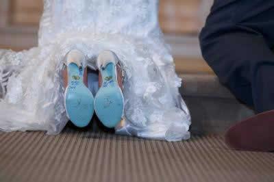 Stroudsmoor Country Inn - Stroudsburg - Poconos - Real Weddings - Bride And Groom Kneeling