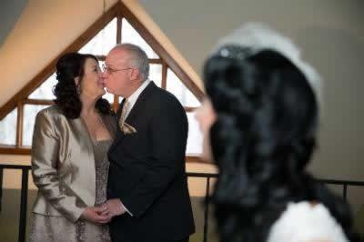 Stroudsmoor Country Inn - Stroudsburg - Poconos - Real Weddings - Brides Mom And Dad Kissing