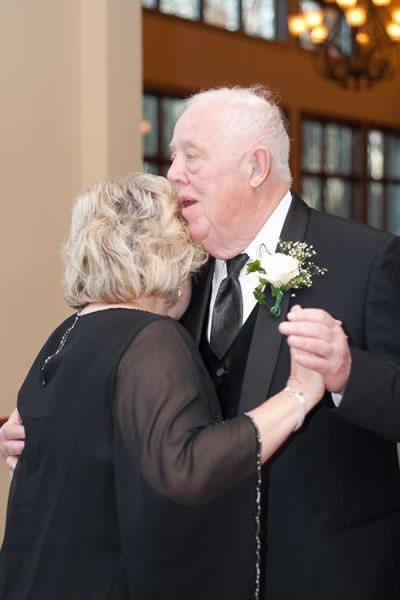 Stroudsmoor Country Inn - Stroudsburg - Poconos - Real Weddings - Couple Dancing