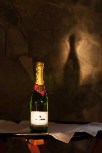 Stroudsmoor Country Inn - Stroudsburg - Poconos - Real Weddings - Bottle Of Champagne