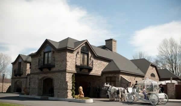Stroudsmoor Country Inn - Stroudsburg - Poconos - Real Weddings - Wedding Horse And Carrieage