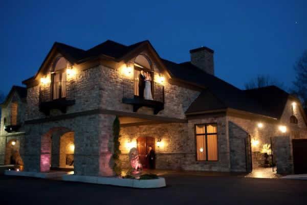 Stroudsmoor Country Inn - Stroudsburg - Poconos - Real Weddings - Couple On Balcony In The Evening