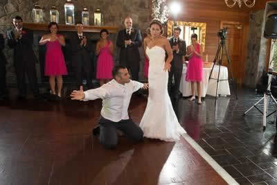 Stroudsmoor Country Inn - Stroudsburg - Poconos - Real Weddings - Bride And Groom With Several Bridesmaids And Groomsmen