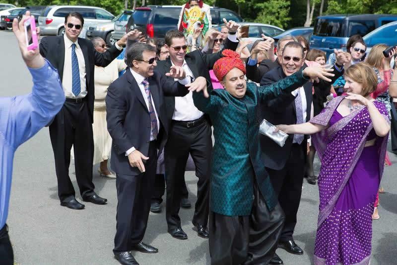 Stroudsmoor Country Inn - Stroudsburg - Poconos - Indian Wedding - Family Singing And Dancing