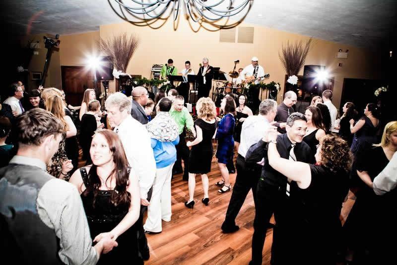 Stroudsmoor Country Inn - Stroudsburg - Poconos - Pocono Mountain Wedding - Wedding Party Dances