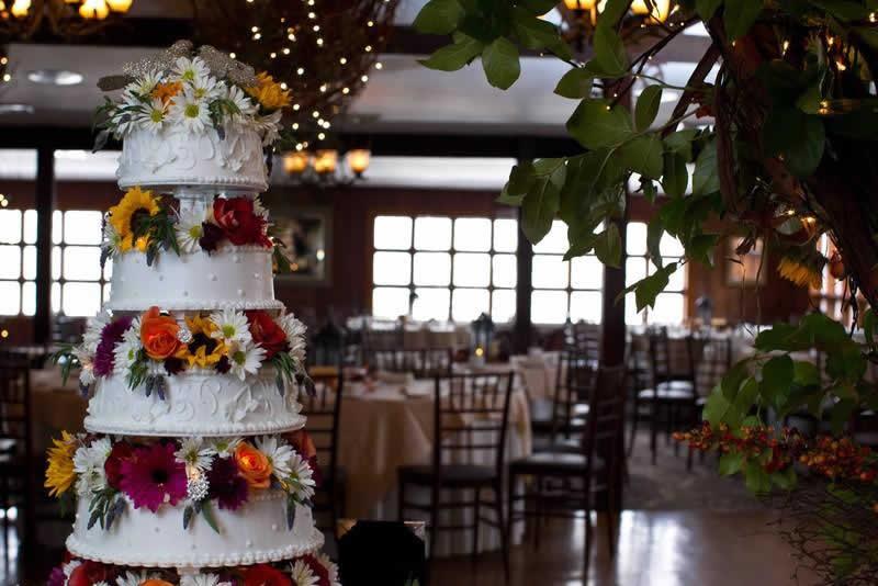 Stroudsmoor Country Inn - Stroudsburg - Poconos - Woodlands Outdoor Wedding - Elegant Wedding Cake