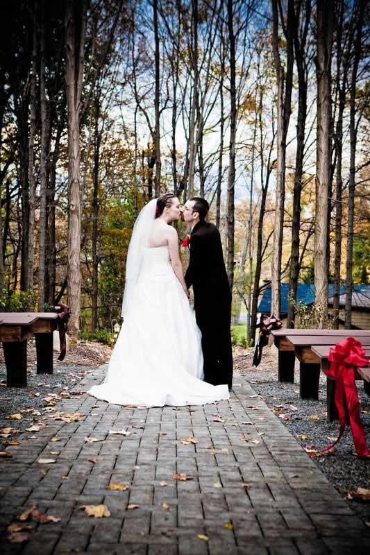 Stroudsmoor Country Inn - Stroudsburg - Poconos - Woodlands Outdoor Wedding - Wedding Couple Kissing