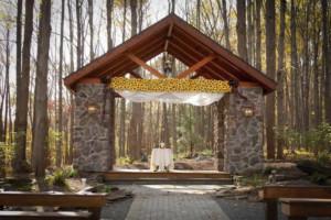 Stroudsmoor Country Inn - Stroudsburg - Poconos - Woodlands Outdoor Wedding - Alter