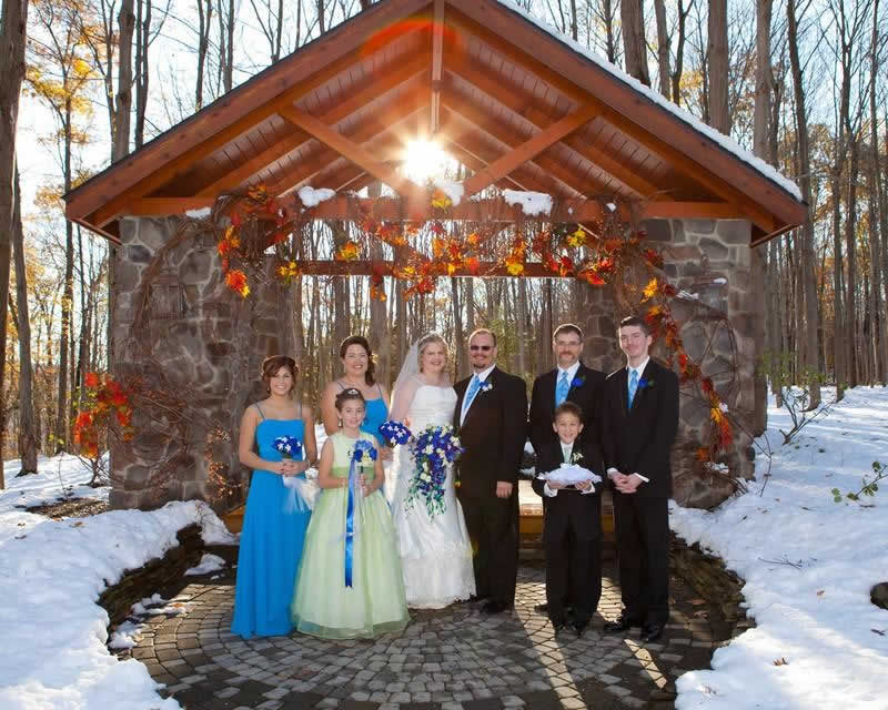Stroudsmoor Country Inn - Stroudsburg - Poconos - Woodlands Outdoor Wedding - Happy Couple And Family Posing For Pictures