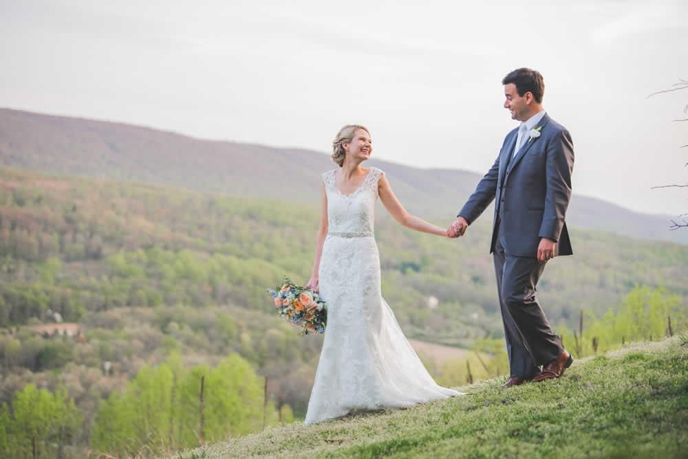 Wedding couple posing, walking in a field