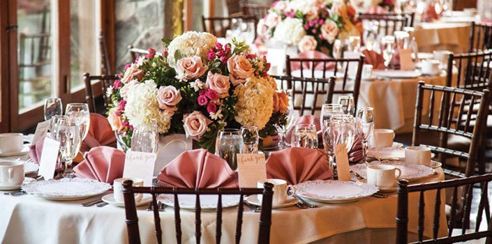 Stroudsmoor Country Inn - Table setting with flowers - Wedding Warrior