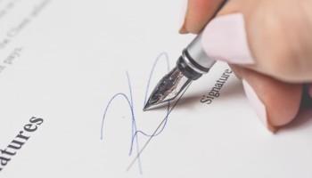 Stroudsmoor Country Inn - Wedding Warrior - Signing contract