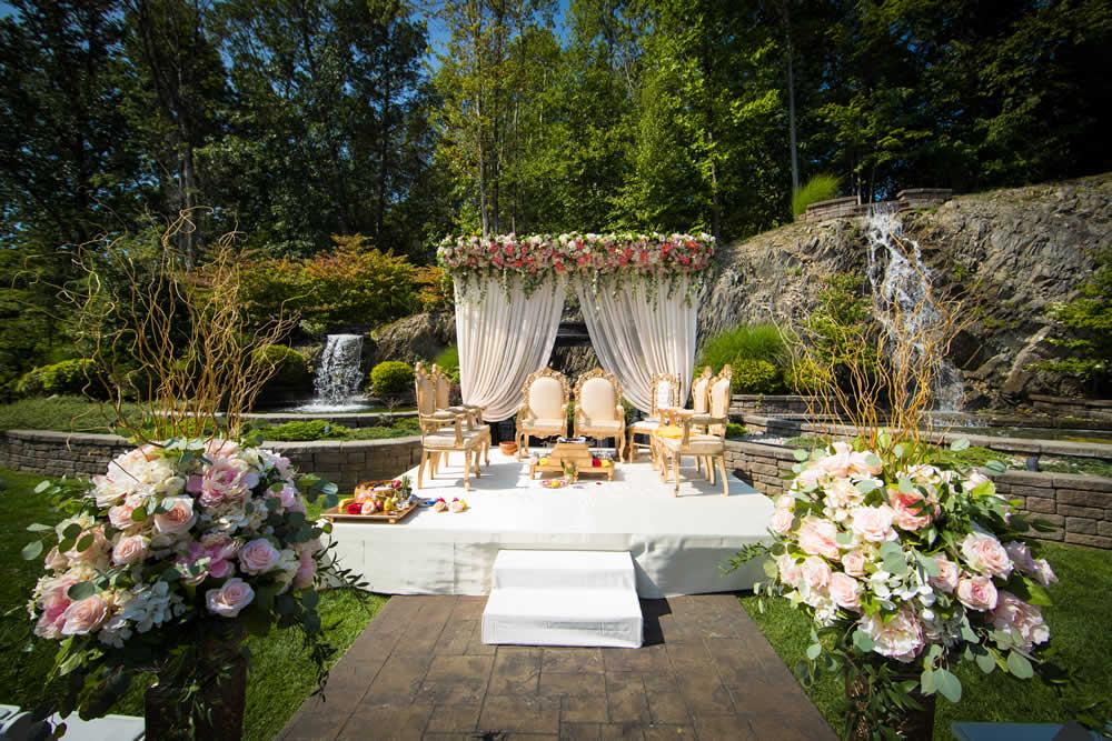 Outdoor wedding ceremony platform