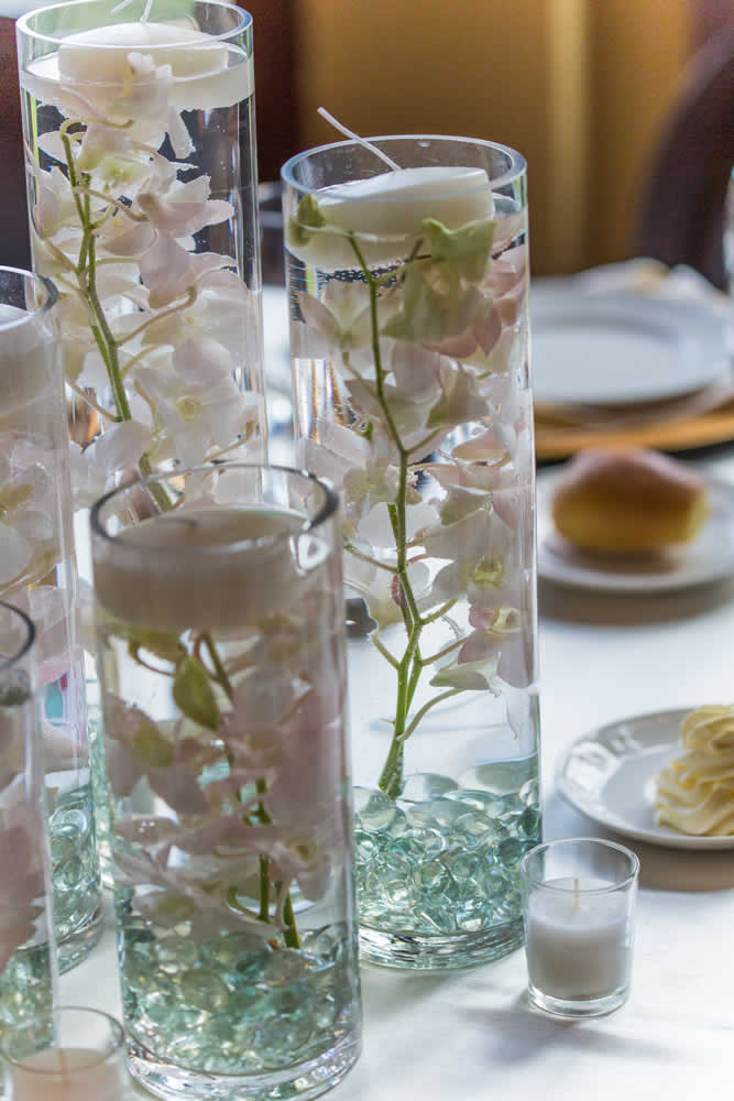 Table centerpiece with floating candles and flowers
