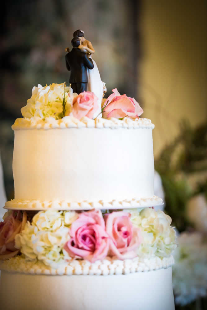 Wedding cake details - flowers and decoration
